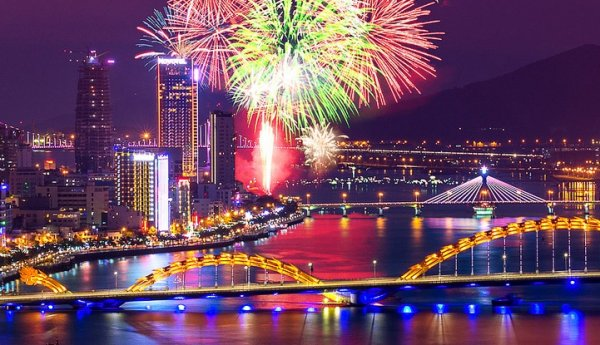 BRIGHT UP THE SKY | DA NANG INTERNATIONAL FIREWORKS COMPETITION | 28 & 29 April 2015