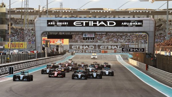 The World's Only Twilight Race - 2017 Formula 1 | Abu Dhabi | Luxe Travel