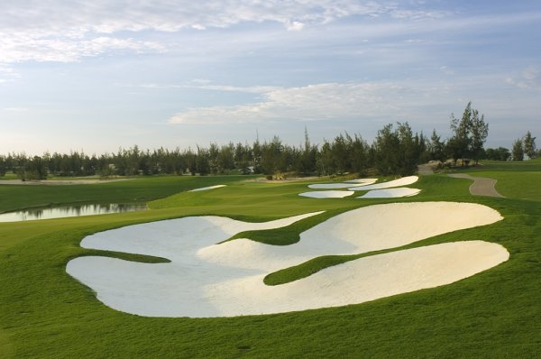 Do you know that golf in Danang is now hot for international golfers?