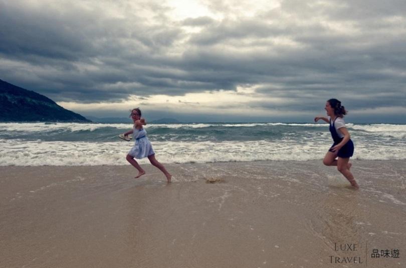 尽情在沙滩上休息吧!